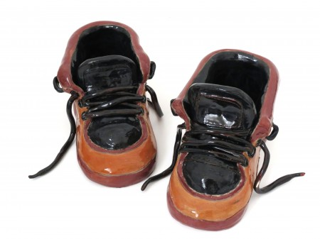 פסל של נעליים