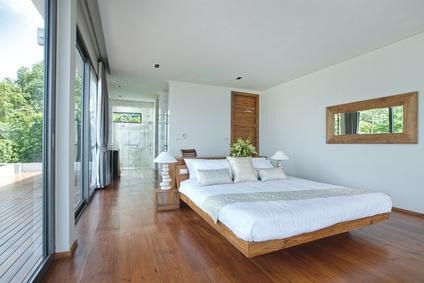 חדר שינה שמשדר רוגע וקרירות