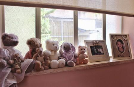 חלון בחדר בנות
