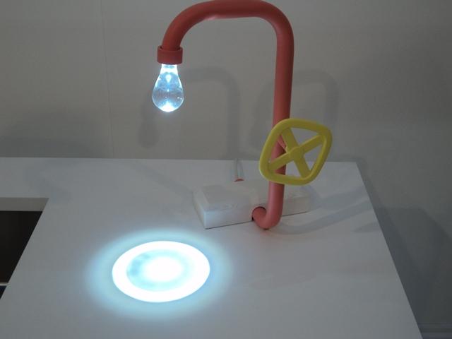 מנורת לד בצורת ברז מים